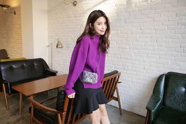 Mặc đẹp với áo len trơn màu